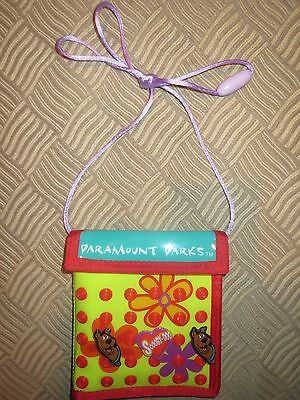 LN! Collectible Paramount Parks Scooby Doo Wallet Purse Hearts Flowers