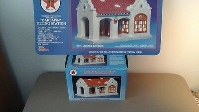 Texaco Filling Station 1996 Limited Edition with Lights-NIB