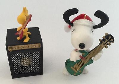 2009 Christmas Rocks Hallmark Ornament The Peanuts Gang Snoopy Woodstock