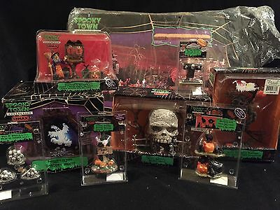 LEMAX Spooky Town Countdown To Halloween Skull Archway Haunted Grove Platform +