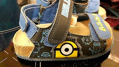 Gorgeous boys Minions sandals size 4 infant holiday beach summer shoes