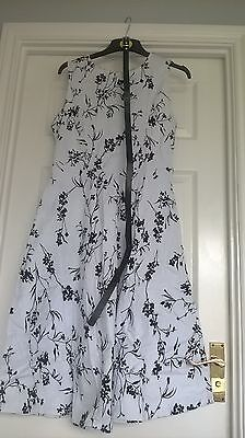 Ladies BNWOT Size 14/16 Black and White Floral Retro Dress Vintage Swing Style