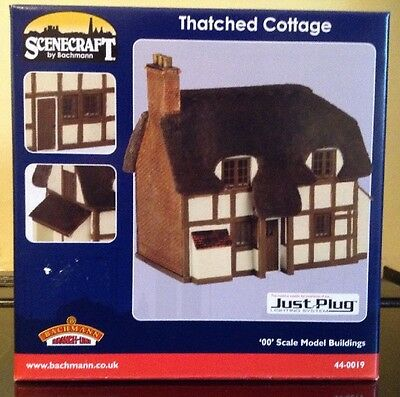 Bachmann Scenecraft 44-0019. Thatched Cottage. OO Gauge.