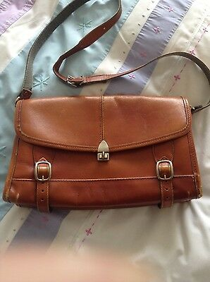1970s (Collectable) Ladies Leather Shouder Bag. Good Conition for its Age.