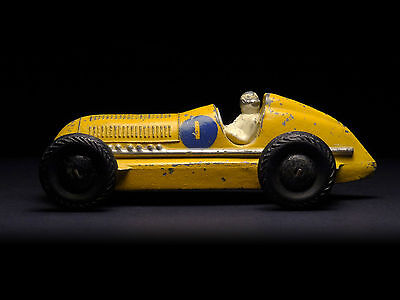 Mercedes-Benz • Dinky Toys 23C (England 1936–1938) 2nd casting yellow