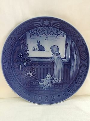 Royal Copenhagen Xmas Plate 1982 Waiting For Christmas Excellent Condition