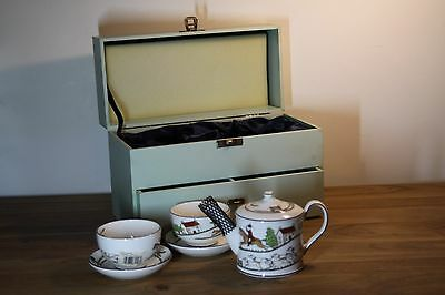 Lovely Wedgwood Bone China Hunting Scene Teapot w/ Cups & Saucers in Wooden Box