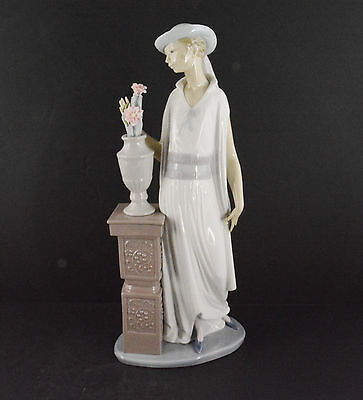 """Lladro Woman Pedestal With Flowers (13 1/2"""" Tall)"""