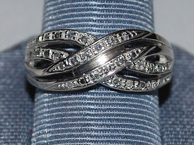 10K White gold ring with small diamonds