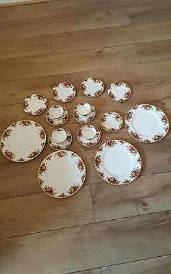 17 pieces Royal Albert Old Country Roses VGC