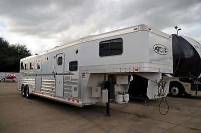 2008 4Star Outlaw Conversion 34.5' Horse Trailer, Straight Load, Living Quarters