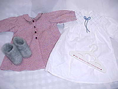 American Girl-Pleasantcompany   Kirsten's  Robe,nightgown And Wool Sockor's