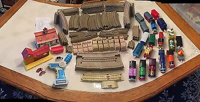 Lot Of Approx. 122 Pieces Thomas Train 7 Engines 12 Cars 87 Pieces Of Track Plus