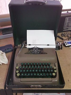 Green SMITH-CORONA STERLING Mid-Century PORTABLE Manual TYPEWRITER w/ Case