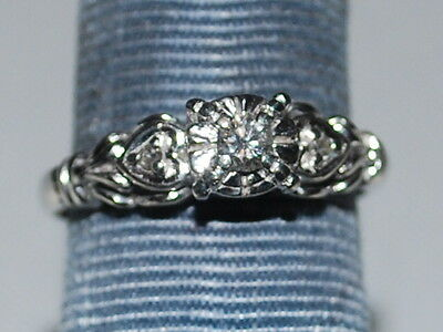 10K White gold ring with a diamond
