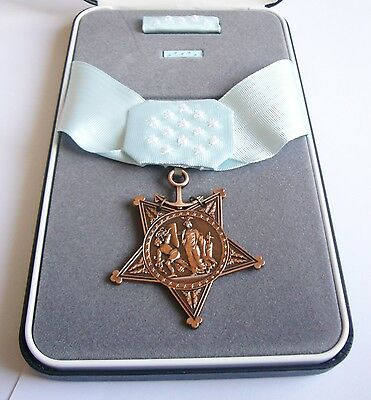 "MEDAL OF HONOR "" Navy marine corps "" Avec COFFRET ( Reproduction)"