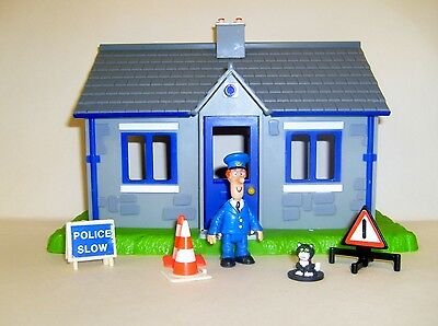 Postman Pat Police Station With Accessories
