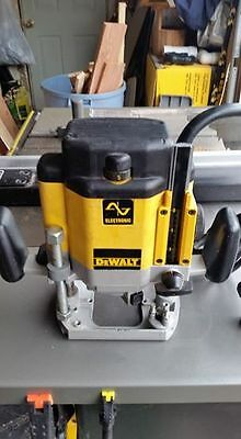 DEWALT DW625 3-Horsepower Variable Speed Plunge Router