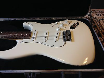 Fender American Standard Stratocaster. Olympic White & Rosewood (2010).