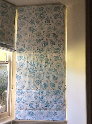 ROMAN BLIND  - White With Pale Blue Floral Print 7C