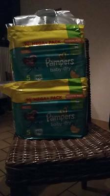 180 Couches Pampers BABY DRY taille 5 ( 11 à 19 kg)
