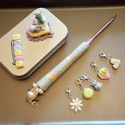 4mm handsculpted magnetic crochet hook, 6 stitchmarkers and stitchmarker tin set