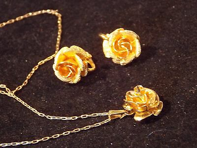 Vintagenecklace earrings set by Coro craft with a gold plated back earrings a