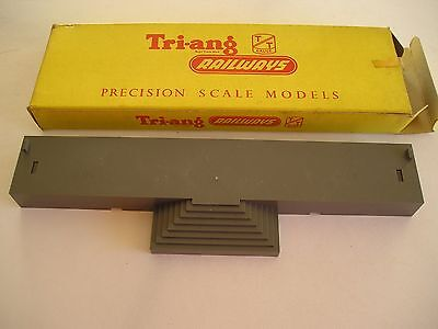 Triang T22.  Platform steps unit.  TT gauge. New and boxed.