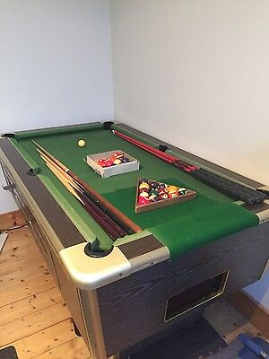 Slate bed pool table with cues & extra balls