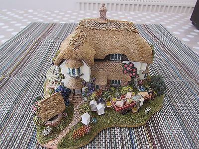 LILLIPUT LANE. BEEKEEPERS COTTAGE. L2316. With Certificate