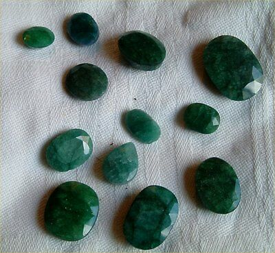 x 12 ASSORTED FACETTED CUT LOOSE EMERALDS TOTALLING 129.15 CARAT