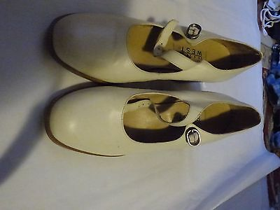 Character Shoes Cream Nine West Size 8 1/2 Medium Salsa Jazz Dance