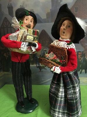 Byers Choice Carolers 1997 Crabtree & Evelyn Couple with Gifts