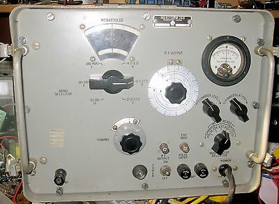 USM26B  Signal Generator 4 t0 410 MHz tested for operation