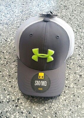 New Under Armour Heat gear Youth Boys Gray  White Stretch Cap Hat Lid Size: S-M