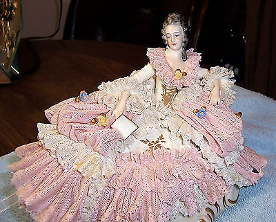 ANTIQUE GERMANY DRESDEN PINK/WHITE LACE RECLINING LADY STATUE VG+cndt.