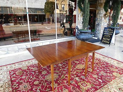 Outstanding Drop Leaf Dining Room Table By Henkel - Harris In Mahogany 20thc