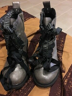 girls sz 5 Justice Silver Metallic Lace up Combat ankle boots w/ zipper