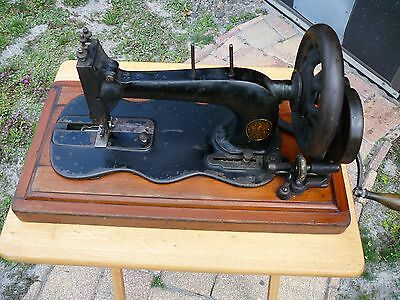 Antique Singer New Family fiddle bed (1886?) hand crank sewing machine-cranks VG