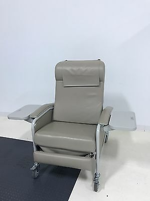 Winco Model 654 Medical Dialysis Reclining Chair - Taupe EXCELLENT CONDITION