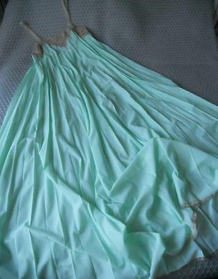 Vintage 1970's Diamond Cut Pale Green Nylon Nightie Sunray Pleats Coffee Lace 14