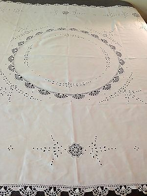 Vintage Linen Tablecloth With Lace Detail