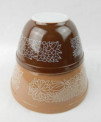 Pair Pyrex Woodland Brown Flower Mixing Nesting Bowls 401 & 402 VG Cond
