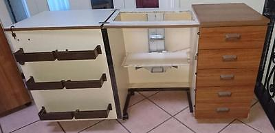 Horn Treeland Sewing Cabinet with Machine lifer lifter - OK condition
