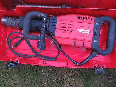 HILTI TE 905-AVR BREAKER HAMMER GOOD CONDITION with 2 bits and case te905