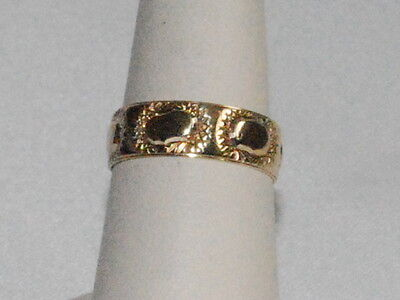 10k Gold ring with beautiful design on band