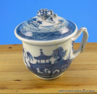 Canton Chinese Export Porcelain Tea Cup with Cover Twisted Handle Berry Knob Top