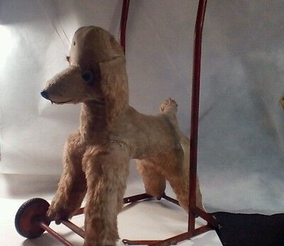 Vintage or antigue pull toy /dog