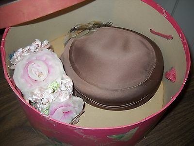 "Vintage Saks Fifth/ Hodge Avenue Ladies 12 x 6"" Hat Box+ 2 Hats( Winkleman's)-NY"