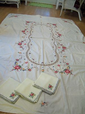 Vintage Beautiful Embroidered Tablecloth with Crochet Trim & 12 Napkins